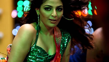 MYTHILI HOT ITEM SONG in Malayalam film MATINEE - Ayalathe Veetile