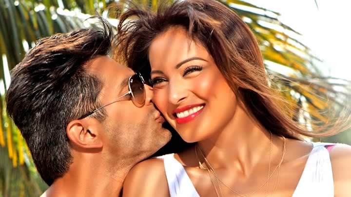AAWARA VIDEO SONG - Alone | Bipasha Basu, Karan Singh Grover