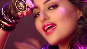 Himmatwala Item Song: Thank God It's Friday - Sonakshi Sinha [Video]